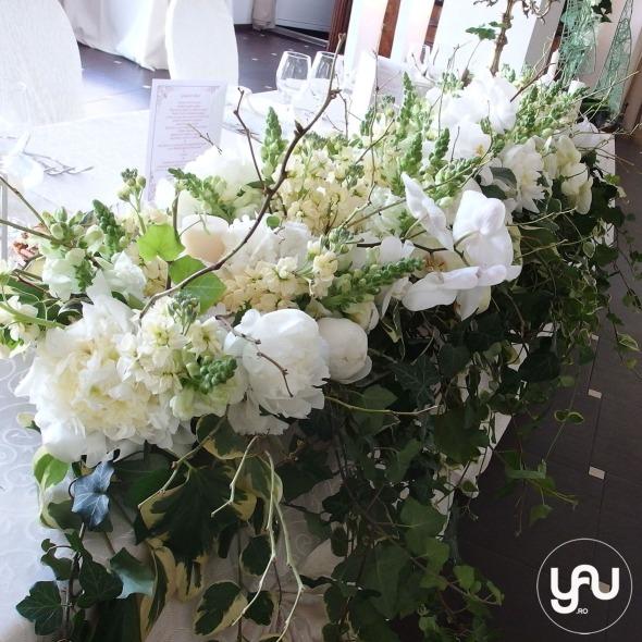 codrul-cu-flori-albe-bujori-mathiola-orhidee-_-yau-evenimente-2016-_-nunta-la-zexe-_-elenatoader-32