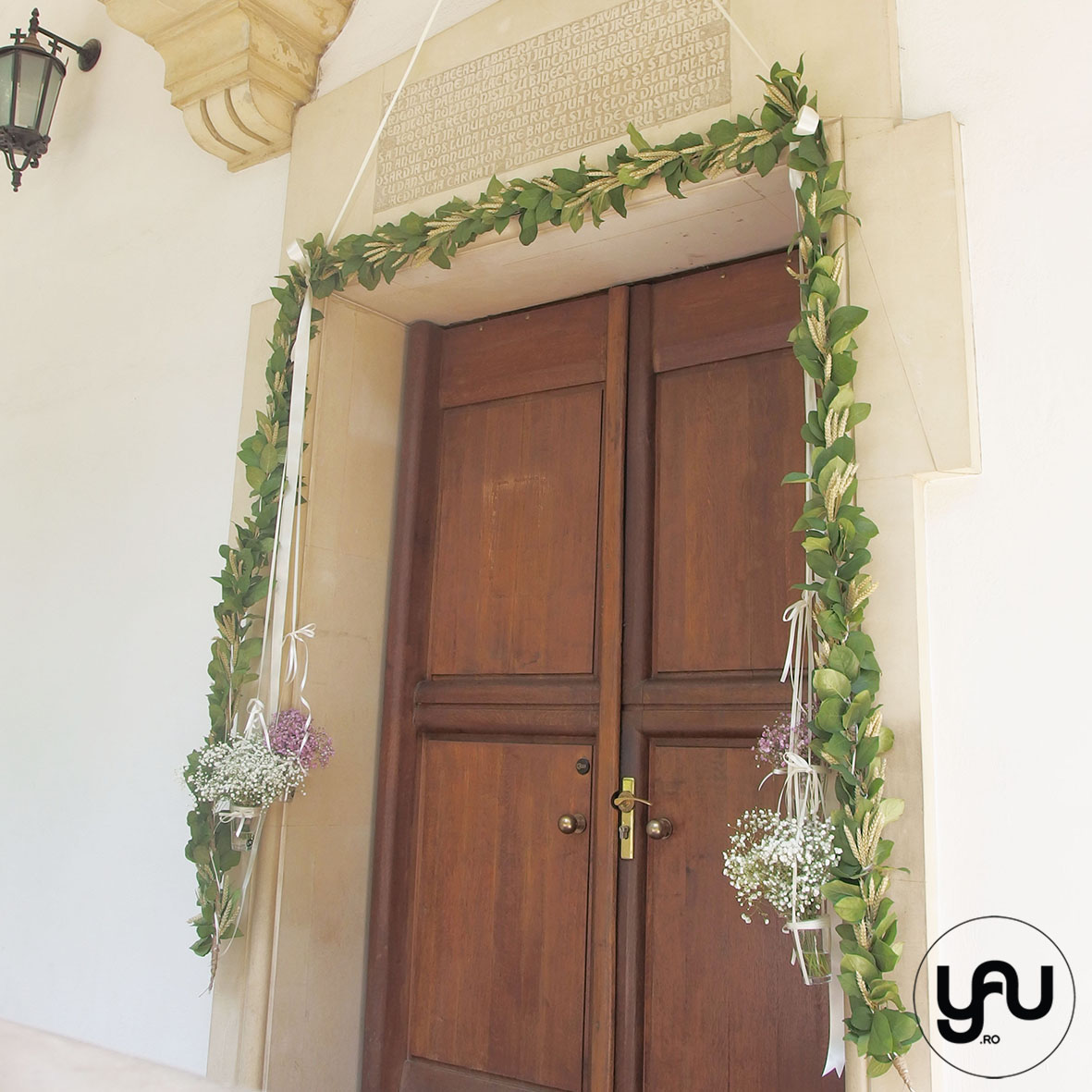 codrul-cu-flori-albe-bujori-mathiola-orhidee-_-yau-evenimente-2016-_-nunta-la-zexe-_-elenatoader-47