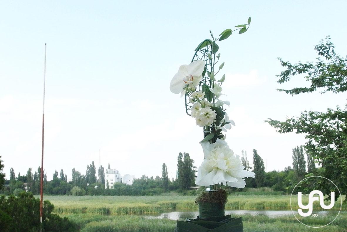 codrul-cu-flori-albe-bujori-mathiola-orhidee-_-yau-evenimente-2016-_-nunta-la-zexe-_-elenatoader-6